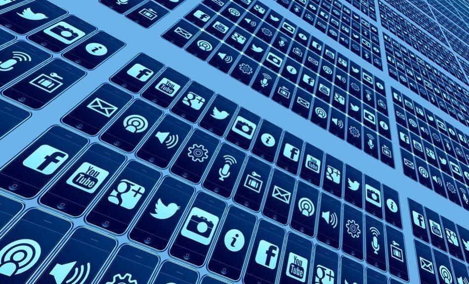 تاثير الشبكات الإجتماعية على العيد